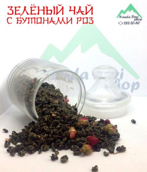 Зелёный чай с бутонами роз.